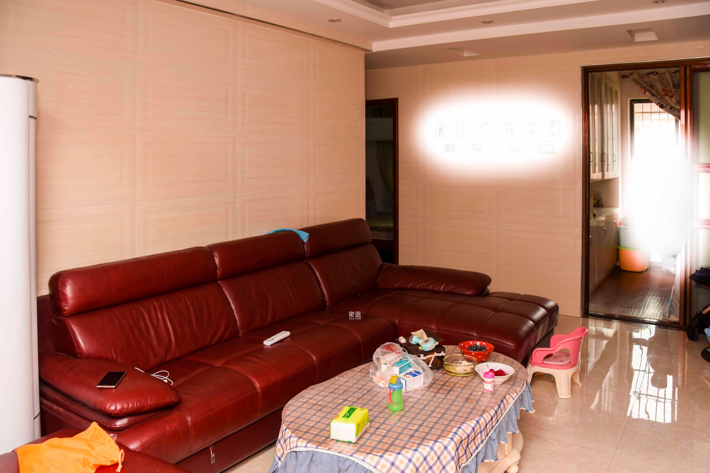 保利花园  3室2厅1卫    140.0万