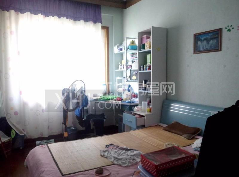 广济苑公寓 4室2厅2卫 167.0万