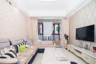 一线江景房,精装小三房,拎包入住,诚心出售,可以看房