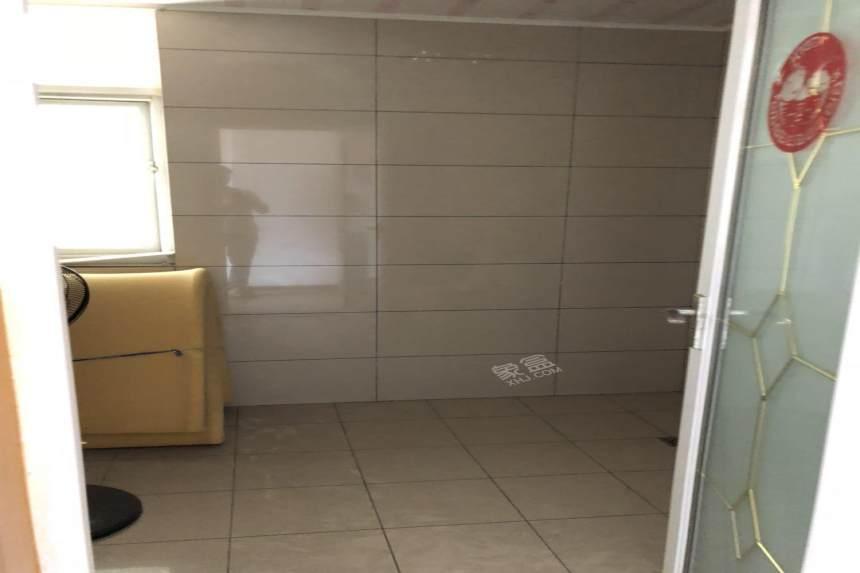 华夏田园  3室2厅2卫    2200.0元/月
