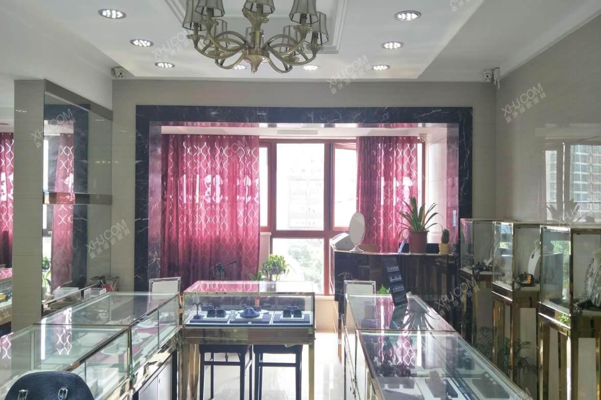 泓鑫桃林  4室2厅1卫    150.0万