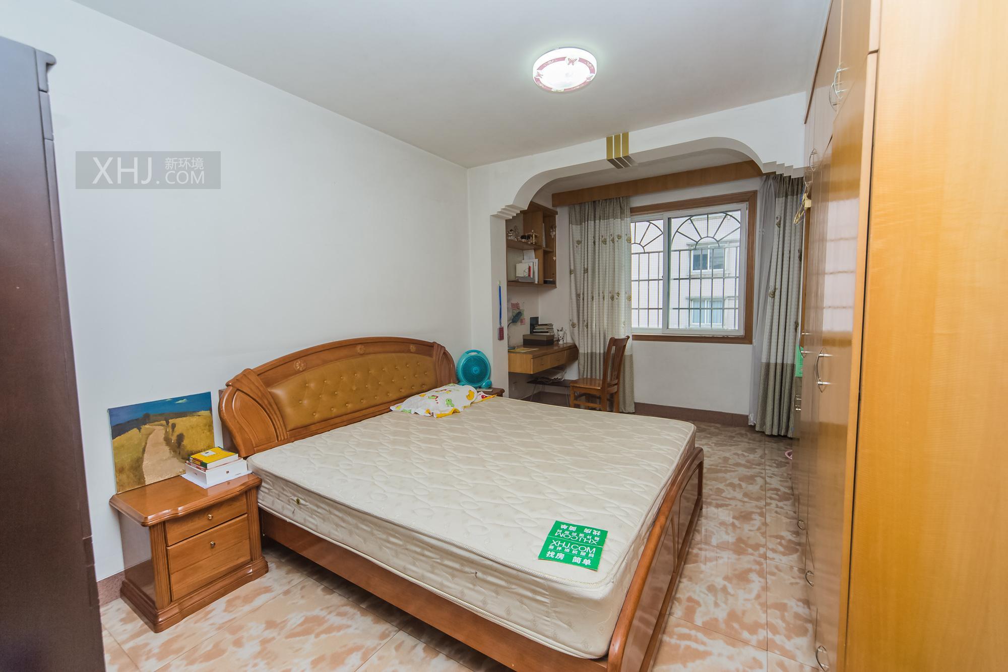 广济苑公寓 5室3厅4卫 242.0万